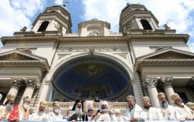 Guvernul acorda gratuit Mitropoliei Moldovei si Bucovinei, sase vile si o sala polivalenta