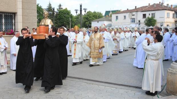 Doua procesiuni religioase restrictioneaza circulatia auto in zona centrala si cartierele Dacia si Alexandru, in Duminica Floriilor