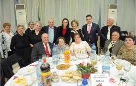 Pensionarii PSD, înfruptaţi la Revelionul de la Providenţa cu mâncare de la Cantina săracilor