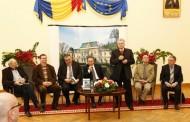 De ziua lui, scriitorul Mircea Radu Iacoban a adunat laolalta, in Palatul Roznovanu, atatia oameni de cultura cum nu a reusit Nichita in trei mandate