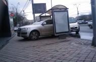 Cocalari din Iasi, surprinsi de politisti in timp ce isi parcau masinile in statiile de autobuz