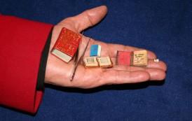 Cartea de 3 milimetri, unica in lume, expusa din nou la Galeriile Anticariat de pe Lapusneanu