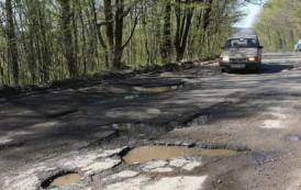 Viarom-ul a inceput carpirea drumului Budesti-Hadambu. Contractul pentru cei 2 kilometri depaseste jumate de milion de euro