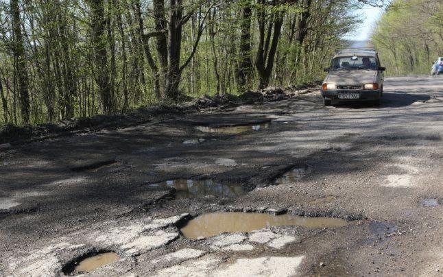 Sute de morti si mii de răniti pe drumurile dezastruoase din Iasi