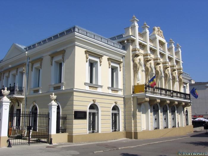 """Expoziția """"Suveniruri din capitala de altădată. Obiecte ale diplomaților români în patrimoniul cultural ieșean"""""""