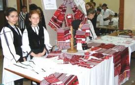 Tabără de creaţie populară în parcul Expoziţiei din Copou