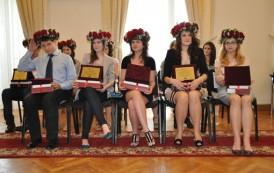 Elevii de nota 10 de la Evaluarea Națională și Bacalaureat vor fi premiați la Palas
