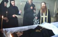 Călugărul exorcist de la Tanacu slujeste din nou