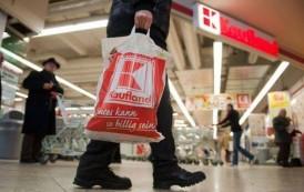 Kaufland, pericol public! Clienti contaminati cu bacterii din fructe si legume, pe filiera furnizorilor fantoma agreati de Kaufland