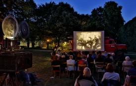 Proiectii de filme vechi, cu cinemateca mobila, la Palas Mall