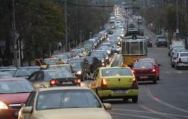 Alarmant! Cu 11 autoturisme inmatriculate pe un loc de parcare, Iasul este pe primul loc in topul celor mai sufocate orase