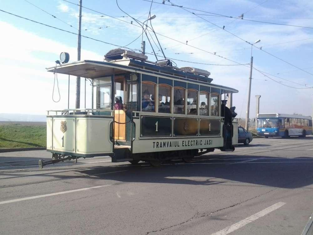 Tramvaiul Mărțișorului aduce primul spectacol al primaverii la Iasi