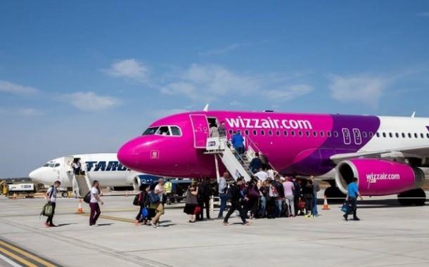 Pasagerii cursei spre Londra, blocati pe Aeroportul Iasi. Zeci de persoane sunt abandonate in terminal de Compania Wizz Air de 4 ore