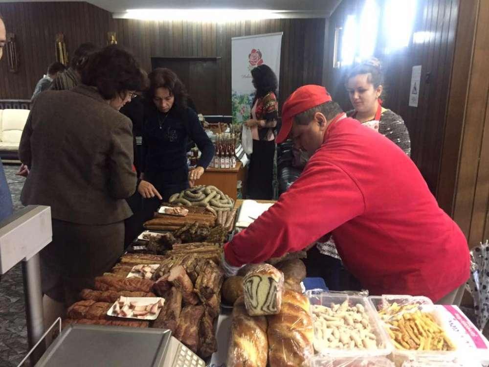 """Produsele traditionale locale isi vor relua locul pe """"tarabele"""" din fata Prefecturii Iasi"""