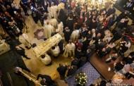Racla cu moaștele Sfintei Parascheva a fost așezată spre închinare credincioșilor