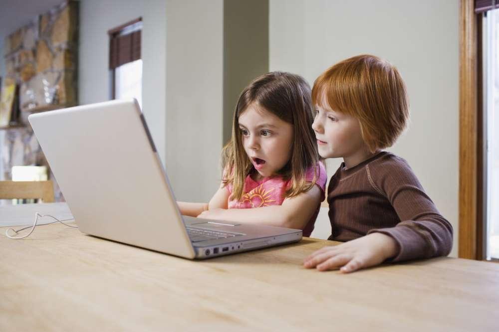 """Psiholog: """"Tehnologia NU este nocivă pentru copii. Trebuie găsit un echilibru"""""""