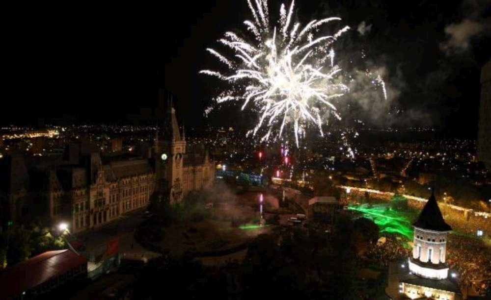 Revelionul aduce un senzaţional joc de 'artificii muzicale' în Piaţa Palatului Culturii