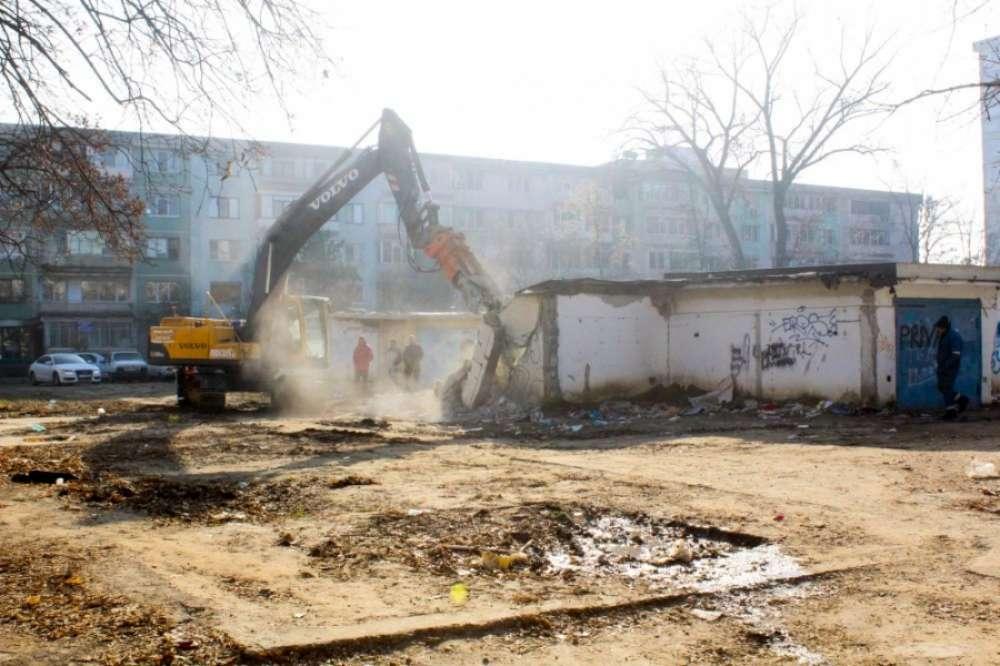 Toate garajele construite ilegal vor fi demolate până la finalul anului viitor