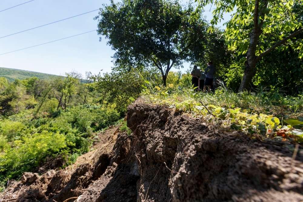 Alunecari de teren in zona Copou-Breazu. Familii evacuate din zona de risc