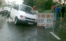 Furtunile de ieri au avariat sistemul de distribuţie al energiei electrice din Moldova
