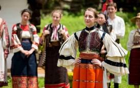 De Sanziene, RomânIA Autentică renaşte la Iaşi. 10.000 de ieseni se vor imbraca in straie populare