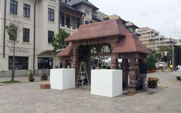 Extravagantele primarului Chirica: poarta maramureseana de 6 mii de euro, sculptata de roboti