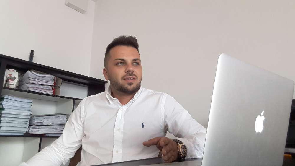 Povestea unui tanar antreprenor de succes din Romania. A pornit o afacere de la 0 si a ridicat-o la milioane de euro