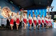 """Festivalul Folcloric """"Trandafir de la Moldova"""" si spectacole din cadrul Festivalului International de Teatru pentru Publicul Tanar, la Palas"""