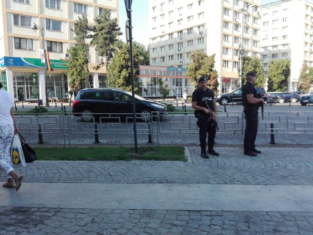 Oras sub asediu! Jandarmi inarmati pana in dinti patruleaza prin centrul Iasului