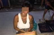 VIRAL. O turistă își arată sânii pentru bani în Vama Veche