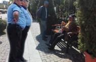 Politisti locali agresati si umiliti de cersetori in centrul Iasului. Capitala Moldovei, asaltata de cete de cersetori agresivi