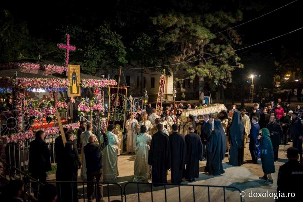 Procesiunea de scoatere spre închinare a moaștelor Sfintei Cuvioase Parascheva, 2017