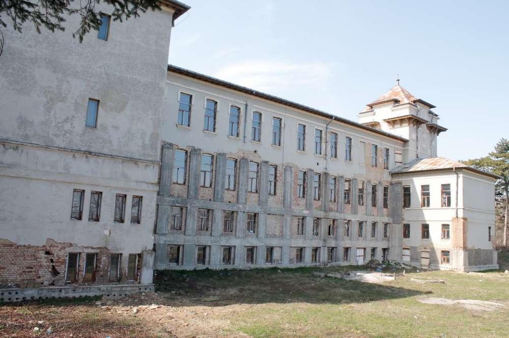 Mai multe licee si scoli generale din Iasi, inchise din cauza infectarilor cu virusul SARS-CoV-2
