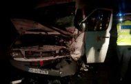 Un microbuz de persoane s-a ciocnit de un tir la Raducaneni. 12 pasageri sunt raniti