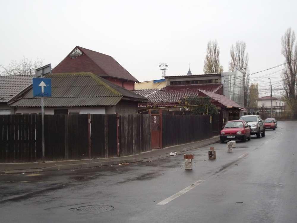 Se intampla la Iasi: strazi si trotuare luate cu japca de riverani si inchiriate ca locuri de parcare. Politia Locala, depasita de situatie