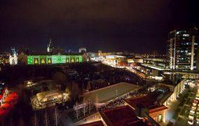 Targuri de Craciun la Palas si proiectie video pe Palatul Culturii