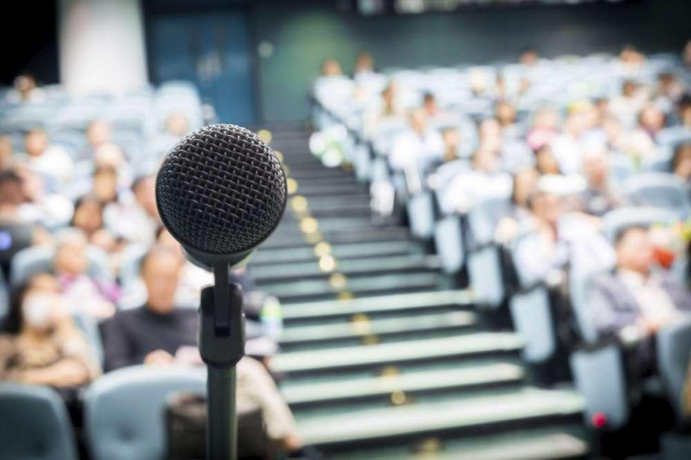 Cum învingem teama de a vorbi în public?