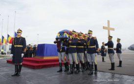 Cortegiul funerar al Regelui Mihai a plecat de la Castelul Peleş. În această seară va ajunge la Palatul Regal