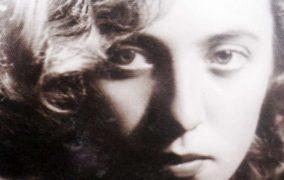"""""""Cartea mamei"""" de Vavila Popovici – un roman realist despre dragoste, singurătate, educaţie şi moralitate"""