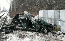 VIDEO. Impact fatal intre o masina si un tren la Cozmesti. Ocupantii masinii au murit pe loc