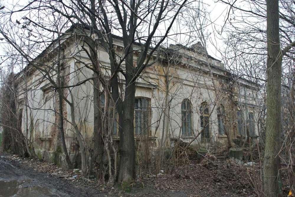 Ca la nebuni! Arhiva Politiei din Iasi, abandonata intr-o cladire parasita in care a functionat o sectie a Spitalului Socola