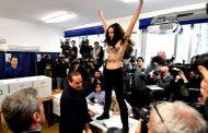 FOTO, VIDEO| Alegeri generale în Italia. Protest topless în fața lui Berlusconi în secția de votare
