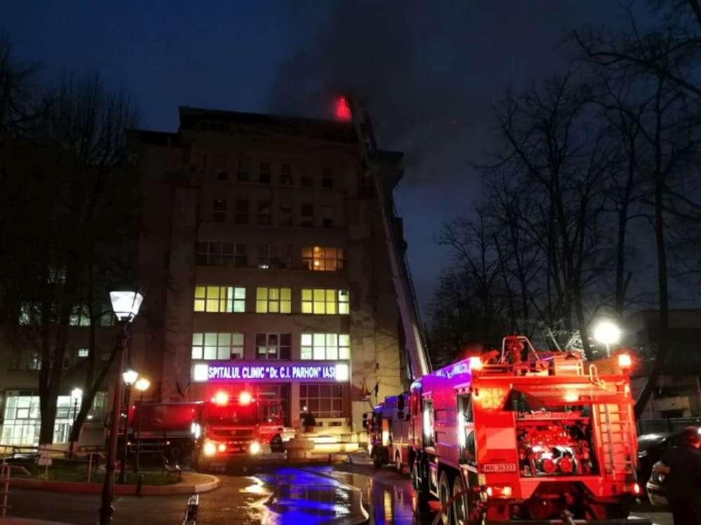 VIDEO. Incendiu la Institutul de Boli Cardiovasculare din Iasi. Un etaj s-a facut scrum, 120 de pacienţi au fost evacuati