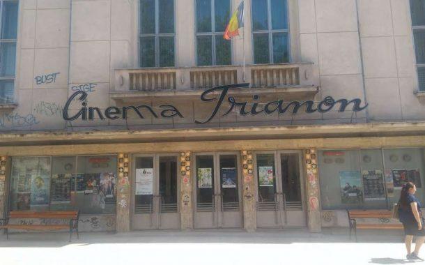 FOTO. Un butoi cu pulbere pe strada Lapusneanu. Cinematograful Trianon, in pericol de prabusire