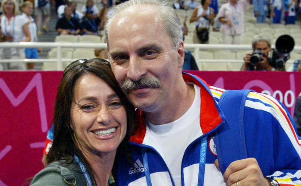 Campioni olimpici ai gimnasticii româneşti şi antrenorii lor, prezenti la vernisarea unei inedite expozitii, la Palas Mall