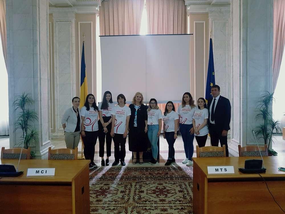 Camelia Gavrila a subliniat necesitatea unei educatii parentale si deschiderea scolii spre problemele tinerilor