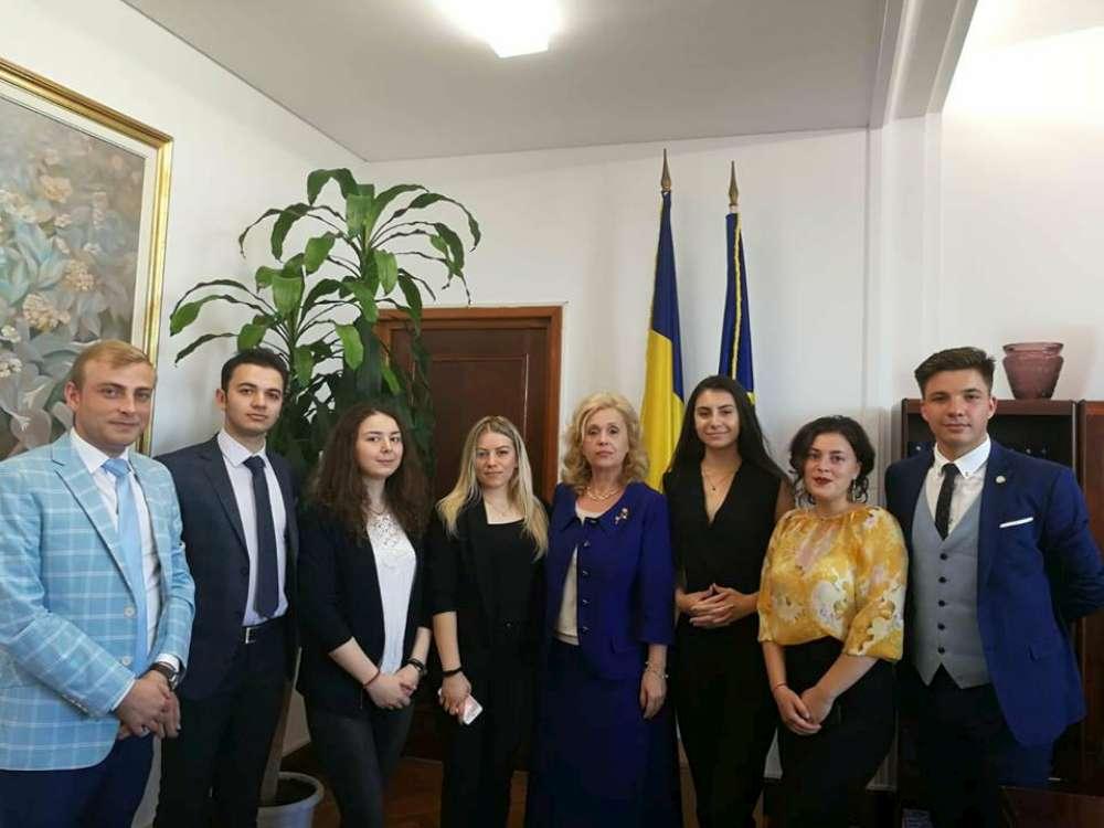 Cea de-a II-a editie a programului Scoala Politică Iasi XXI s-a încheiat cu  o vizită de studiu la Parlamentul României