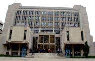 Un bărbat înarmat cu un cuțit și un baston metalic a vrut să intre în sediul Judecătoriei Iași. Voia să omoare un jandarm sau un polițist