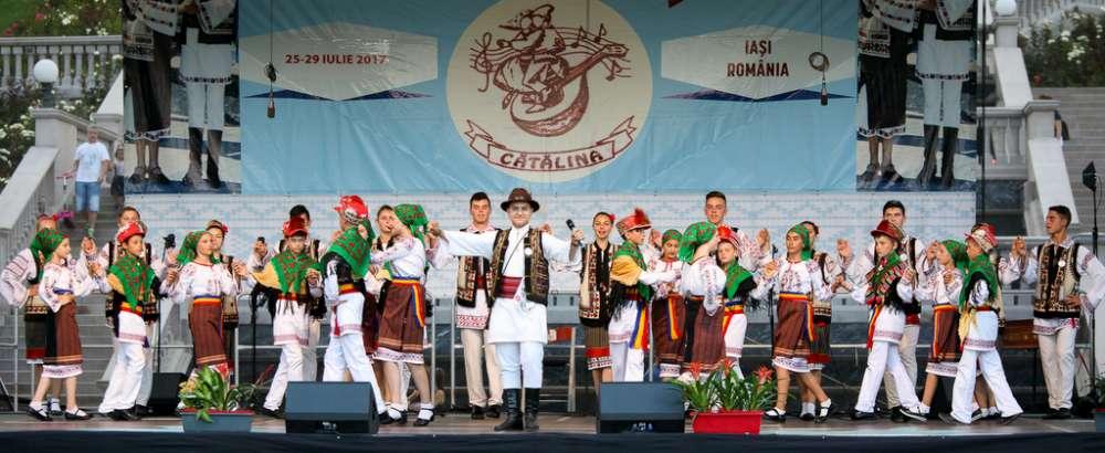 """Festivalul International de Folclor """"Catalina"""", teatru pentru toate varstele si targ de antichitati, la Palas"""