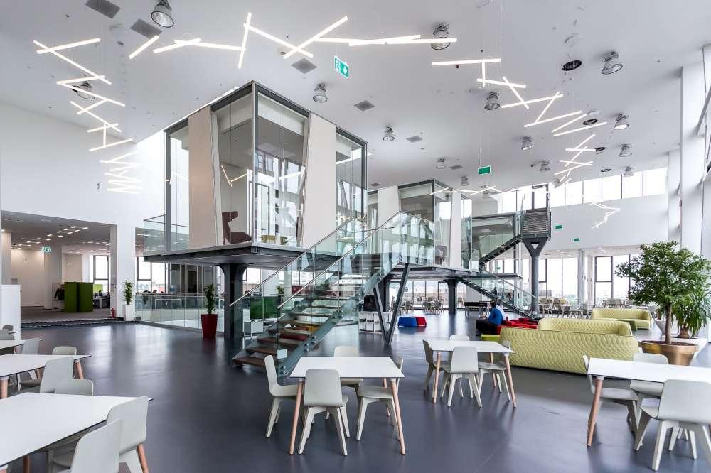 Sediul Unicredit Services din Ansamblul Palas, studiu de cat pentru 20 de studenti la Arhitectura din Europa